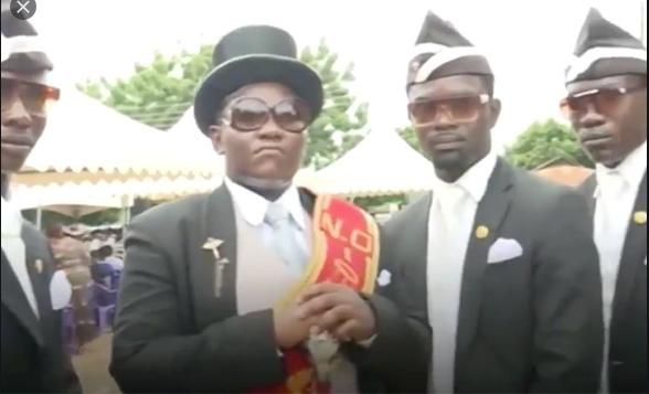 Screenshot_2020-06-09 afrikaanse begrafenis filmpje - Google Zoeken